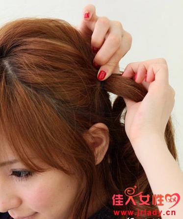 日系蓬松盘发技巧教程 打造精致脸型