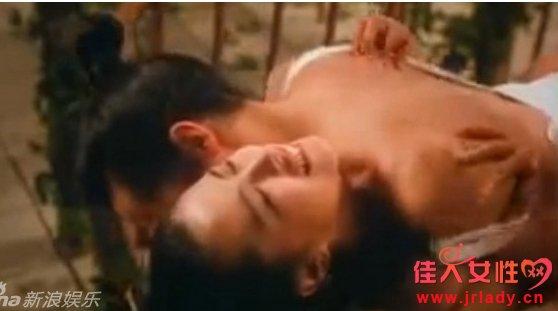 王祖贤饰潘金莲旧欲照 遭曾志伟扑倒压床