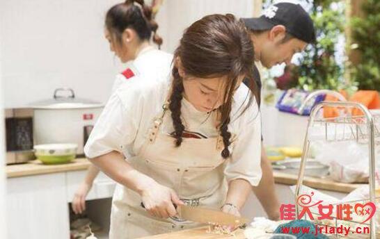 中餐厅赵薇发型有哪几种?编发教程集锦