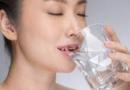早晨喝水的好处 能去除色斑