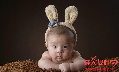 四个字总结属兔男人的性格:淡漠疏离