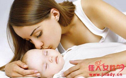 宝宝睡觉穿什么 宝宝睡觉穿多少 宝宝睡觉要穿袜子吗