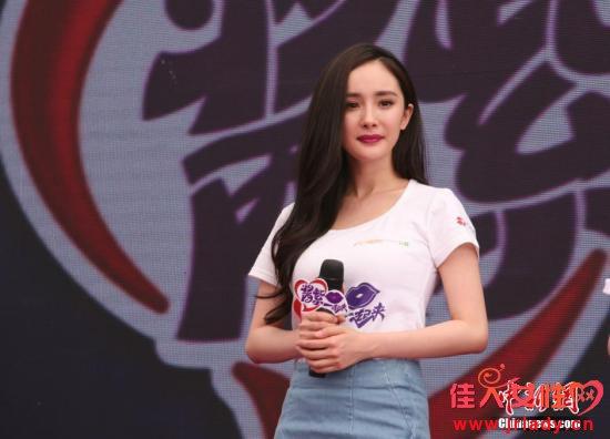 杨幂七夕没陪老公惹议 家人祈福让粉丝直呼实在太暖啦!