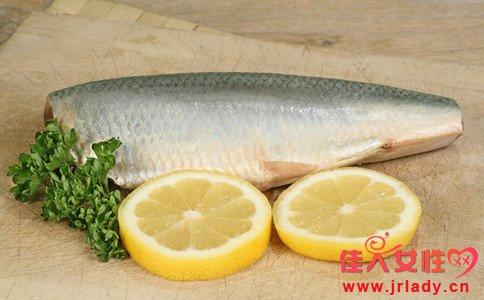 女人吃鲢鱼的好处 鲢鱼的营养价值 吃鲢鱼的禁忌