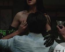 韩国电影秘密爱车震 刘智泰难抵醉醺醺的小姨子露乳诱惑