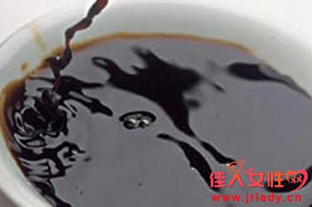 民间生发偏方 用啤酒生姜汁醋淘米水洗头