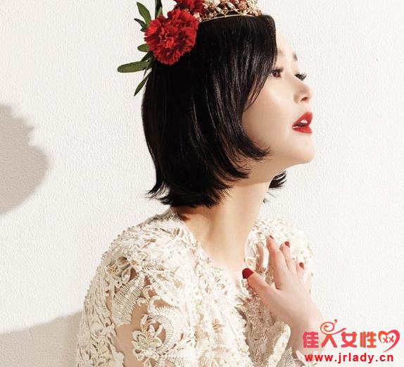 短发新娘婚纱造型图片 刘海编发很可爱