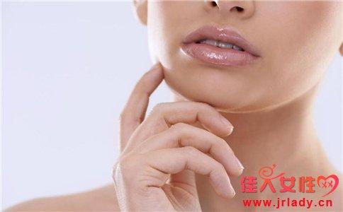 嘴唇干裂脱皮缺少什么维生素 嘴唇干裂脱皮是怎么回事 缺少维生素会导致嘴唇干裂脱皮吗