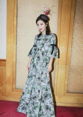 赵薇穿衣搭配图片 碎花蕾丝裙美到没朋友
