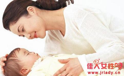 新生儿感冒发烧怎么办 新生儿感冒发烧 新生儿37.4度算发烧吗