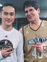 蒋劲夫合影NBA球星 最萌身高差形成蜜汁尴尬