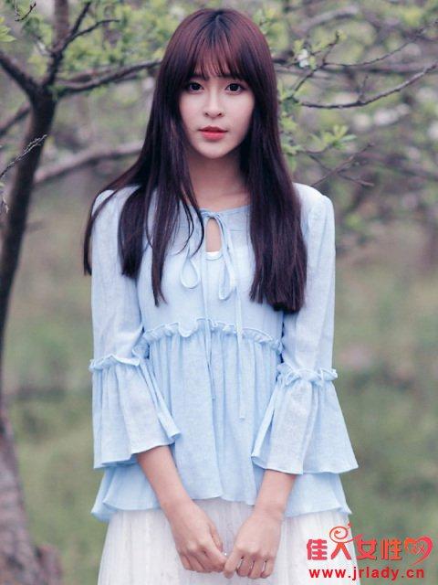 水蓝色单品服装款式图片 长袖连衣裙褶皱很神秘