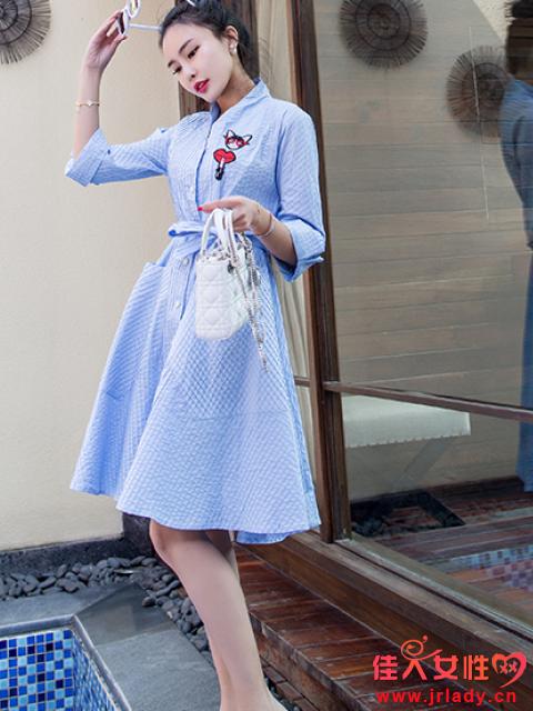 学院风女装搭配图片 运动风圆领海军连衣裙