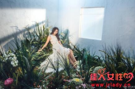 超大胆 19岁关晓彤薄纱秀身材 网友 不当模特儿可惜了