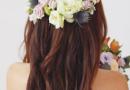 花仙子新娘半扎发发型图片 鲜花装饰不可少