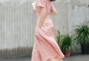 什么裙子显瘦 藕粉色收腰牛仔连衣裙