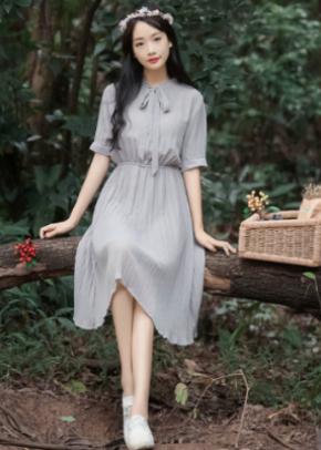 灰色裙子配什么颜色的上衣图片 高级灰就是高冷