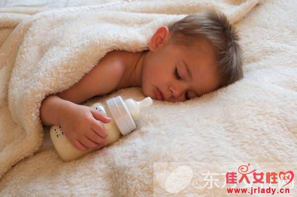 冲奶粉的最佳水温 90%中国父母都做错了