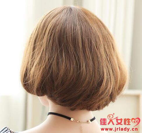 亚麻色梨花头发型图片 还有内扣的