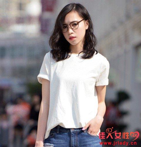 基础款白色T恤 怎么搭配时尚又不过时