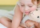 小孩睡觉出汗怎么回事 小孩睡觉出汗如何治疗