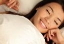 迎接新年女性们有朝来幸福意味的梦境解析