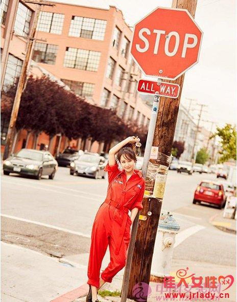 """杨紫""""满身红""""街拍大片 美国街头潮范儿十足"""