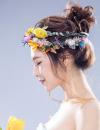 韩式盘发发型图片 用百合花当发饰