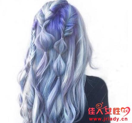 闷蓝色头发图片 搭配裙摆染不错
