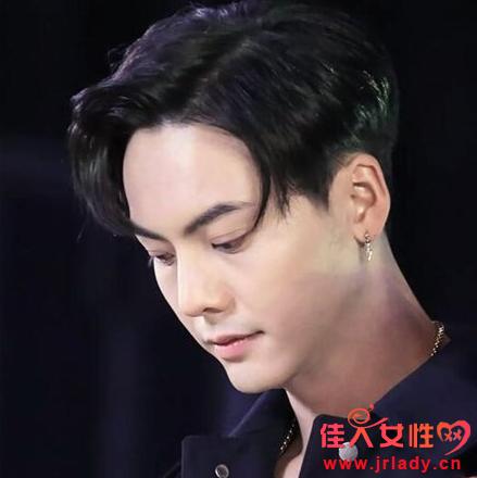 男生去约会最好用什么发型 短发配逗号刘海