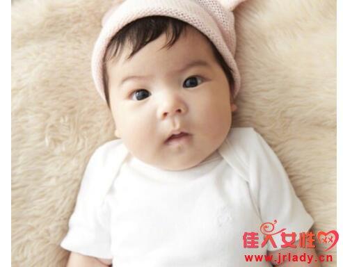 贾静雯为三胎女儿办百日宴 Bo妞正面照曝光如翻版����基因强大