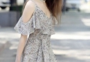 换上夏季飘逸裙装 期待一场美好邂逅