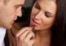 最近超喜欢吃巧克力的女生 怎么喂女生吃巧克力
