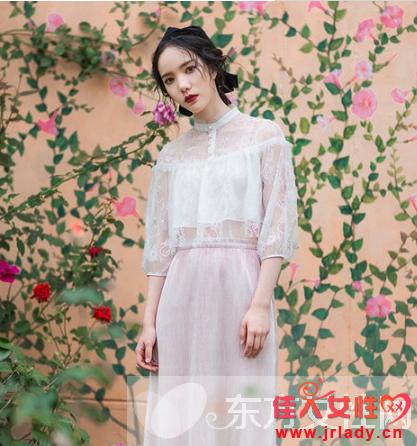 蕾丝连衣裙搭配技巧 温柔了女人惊艳了夏季