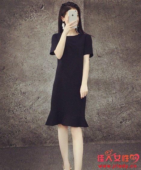 名媛气息赫本小黑裙搭配 小黑裙配什么颜色鞋子