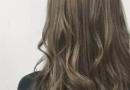 上班适合染什么颜色的头发好看 米棕色挑染不错