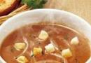 切洋葱不会流泪的方法 简单洋葱汤的做法大全家常