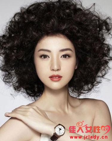 景甜包租婆发型怎么弄 爆炸头发型图片来了