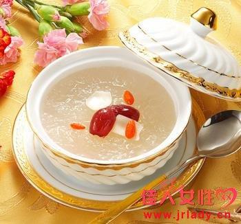 银耳红枣汤的功效,美容嫩肤!