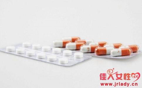 女性经期可以吃药吗 女性经期服药可以吗 女性经期要注意什么