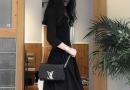 秋季小黑裙配什么颜色包包 黑色连衣裙配什么颜