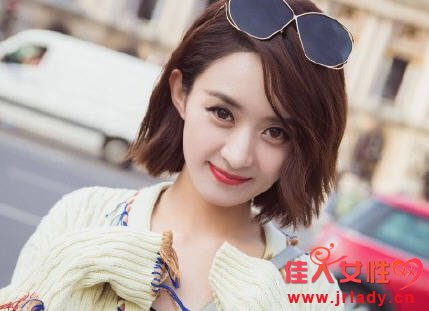 赵丽颖巴黎米色毛衣在哪买 赵丽颖米色毛衣多少钱