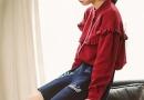 荷叶边衬衫怎么搭配 酒红色荷叶边衬衫下身穿什