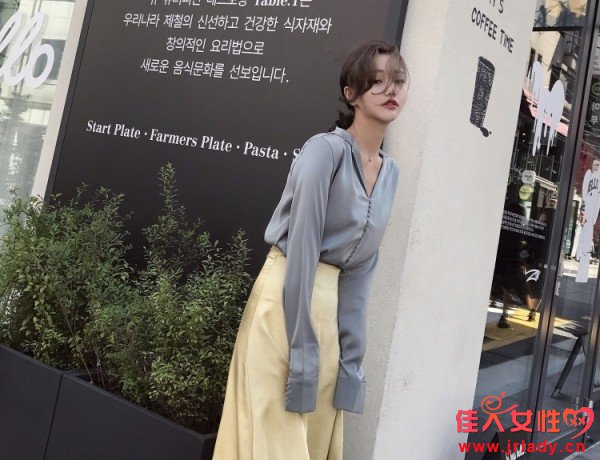 衬衫+半身裙的搭配好看吗 衬衫搭配什么半身裙遮