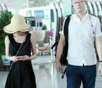 姚笛素颜现身机场 与男友组最萌身高差