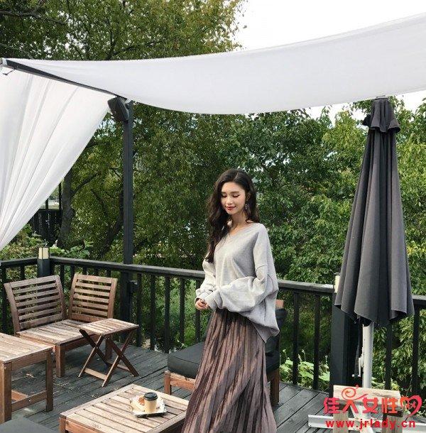 卫衣+百褶裙 才是秋天美丽的正确开启方法
