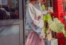 深秋天卫衣怎么穿好看 焦糖色的卫衣搭配什么裙