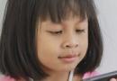"""孩子迷恋手机的坏处 如何避免孩子成为""""手机控"""""""