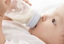新生儿呛奶怎么办 宝宝呛奶不停应该怎么缓解