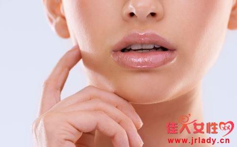 秋季怎么护唇 秋季怎么保养唇部 怎么选择适合自己的润唇膏